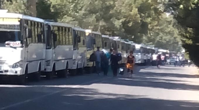 Kolonna avtobusov