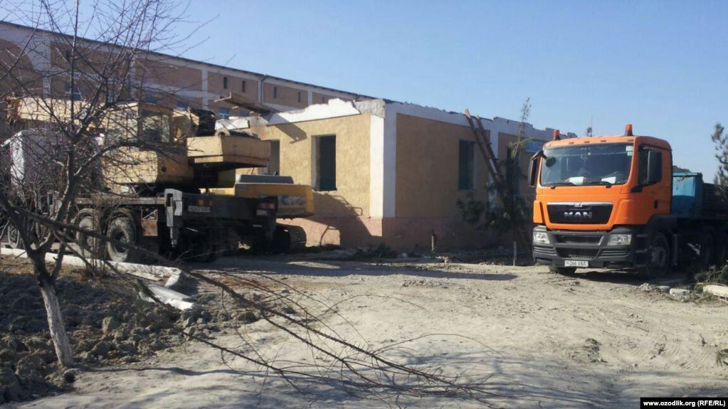 Doctors in Samarkand Forced to Participate in Construction of New Hospital